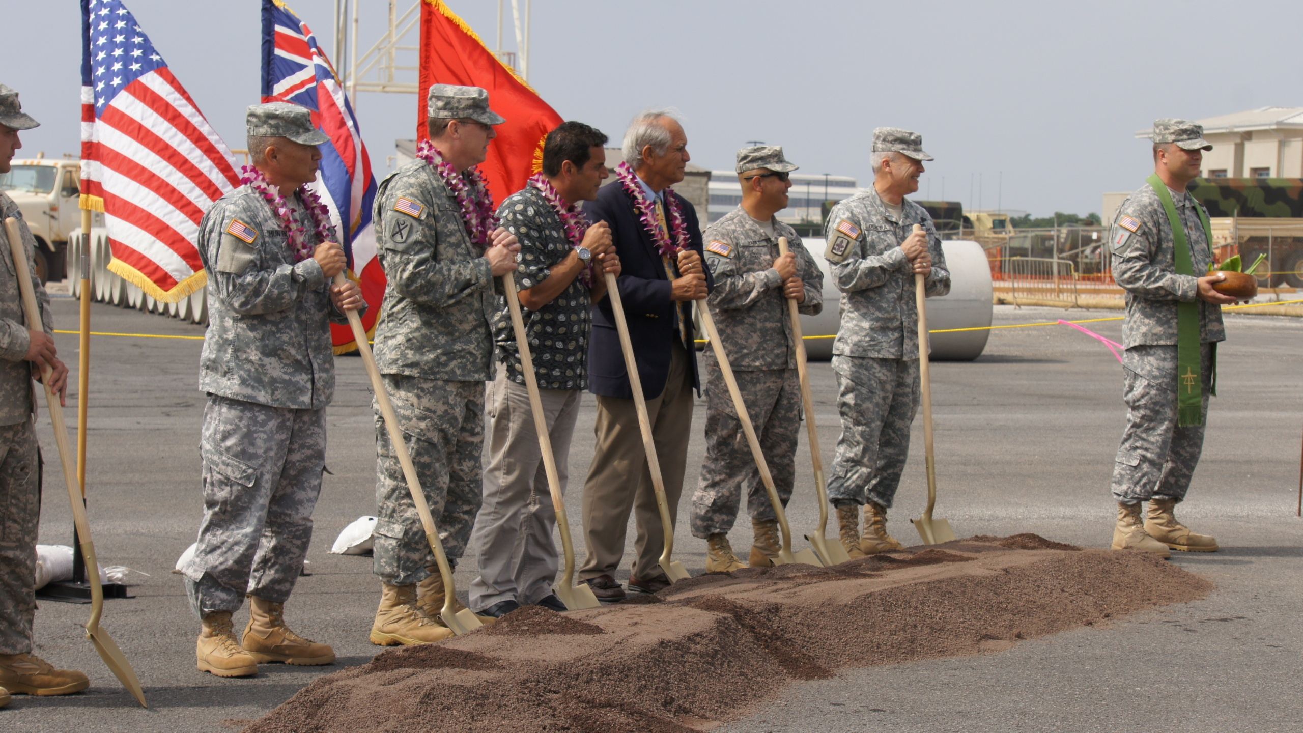 Hawaii Army National Guard holds groundbreaking ceremony for new aviation facility_79641
