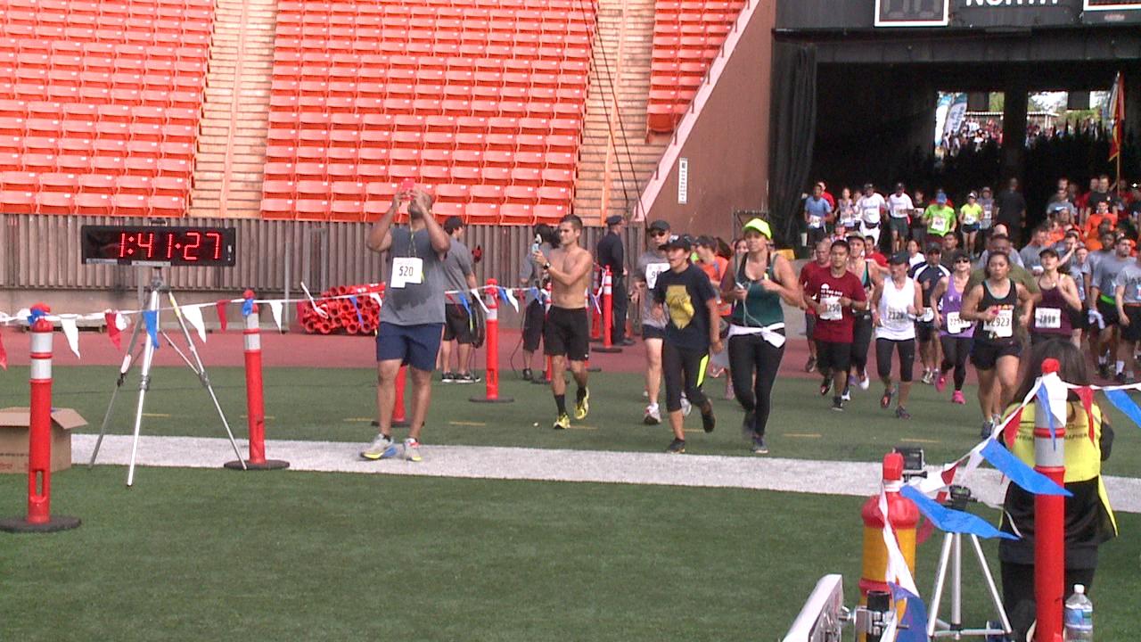 great aloha run finish line_79051
