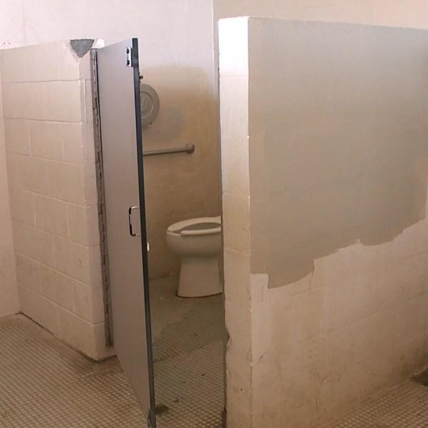 ala moana restrooms_84992