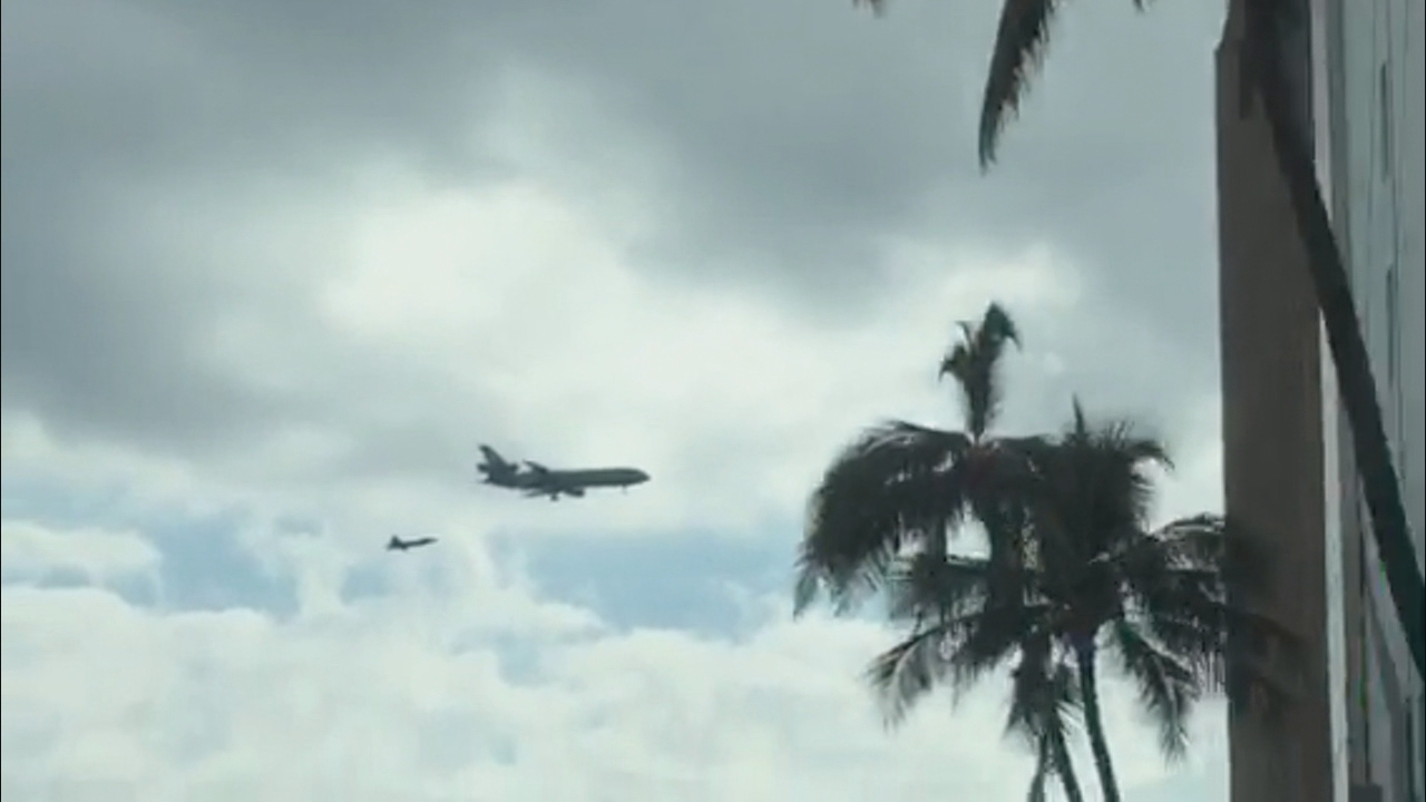 PLANES FLYING_85184