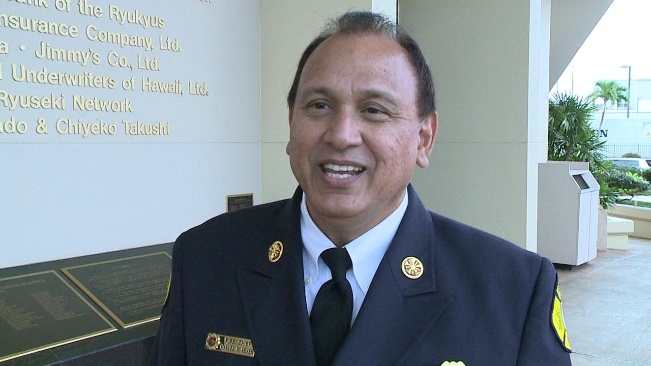 honolulu fire chief Manuel Neves_90624