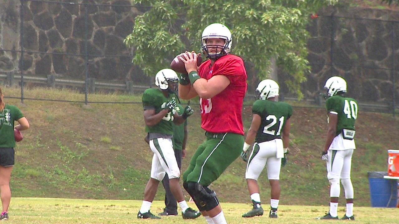 uh quarterback practice_88952