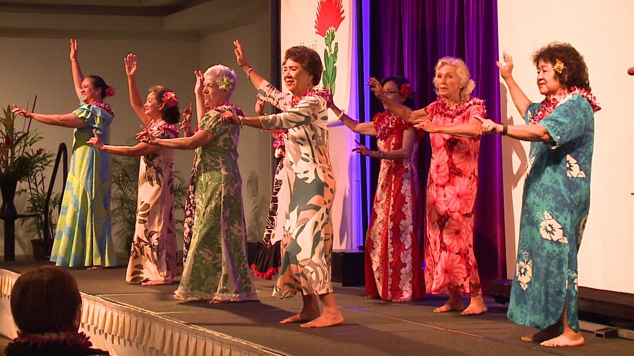 breast cancer survivors dance hula_99568