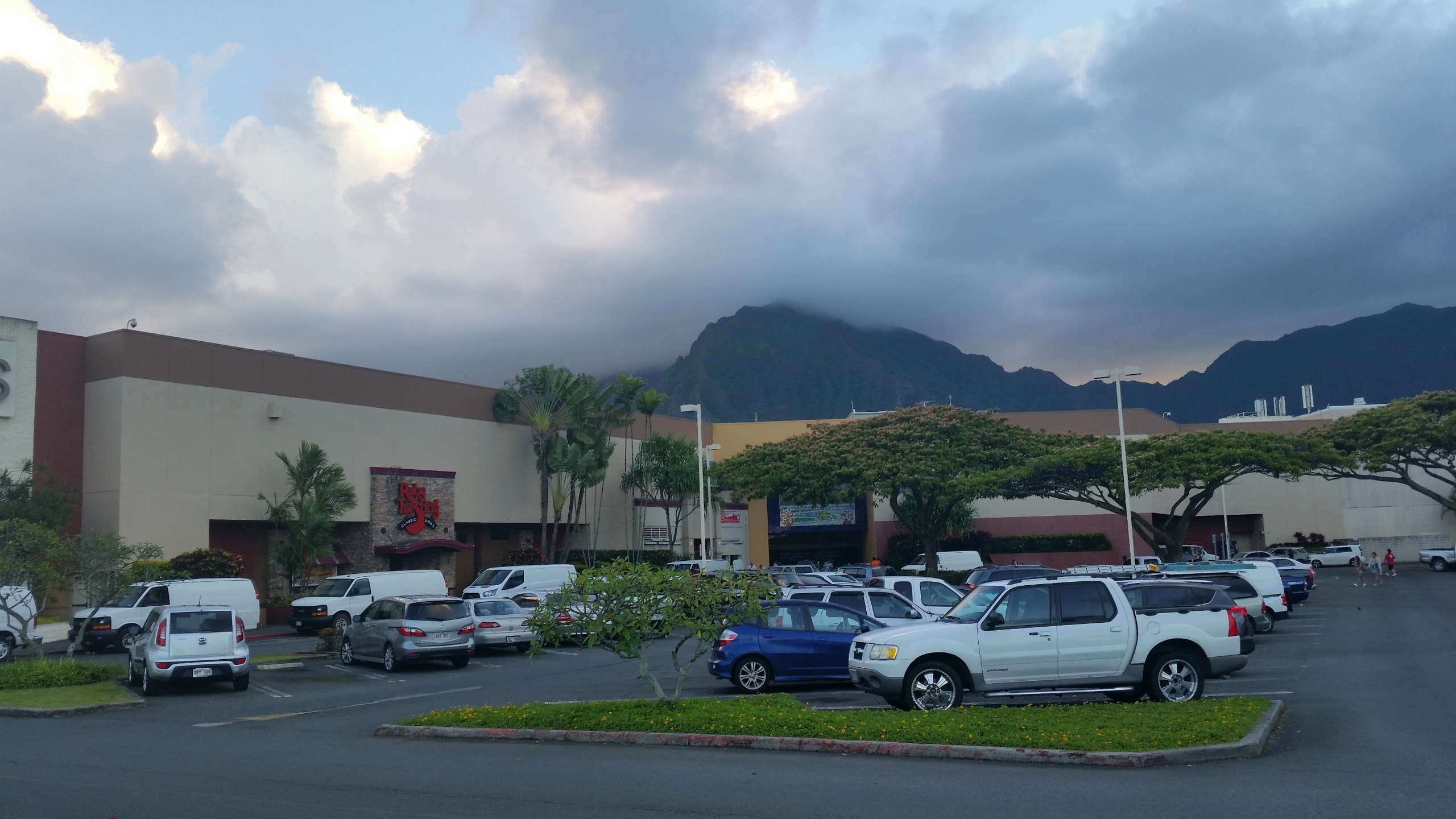 windward mall power outage_99359