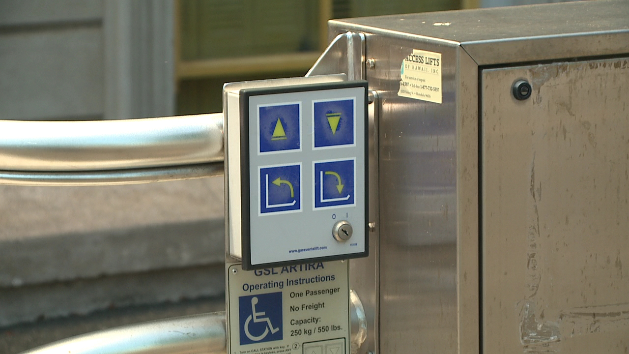 iolani palace wheelchair lift_105615