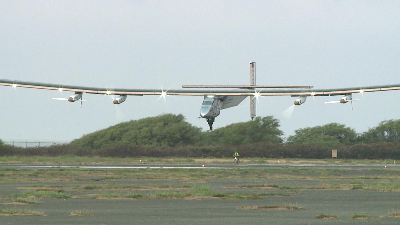 solar impulse 2 landing_103194
