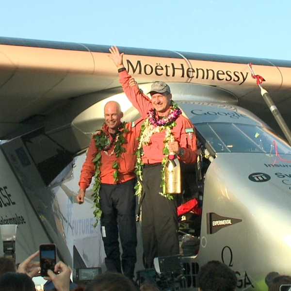 solar impulse plane lands_103192
