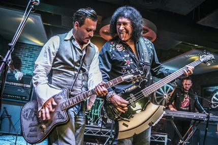 Johnny Depp, Gene Simmons_112474