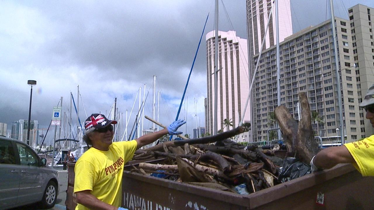 Ala Wai Harbor Clean Up_120047