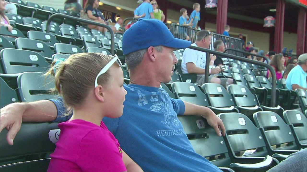 dad daughter stadium generic_115527