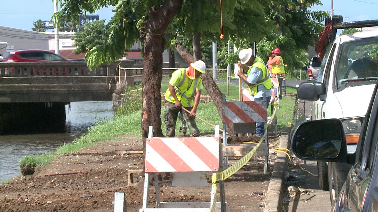kapalama canal fence construction (1)_118045