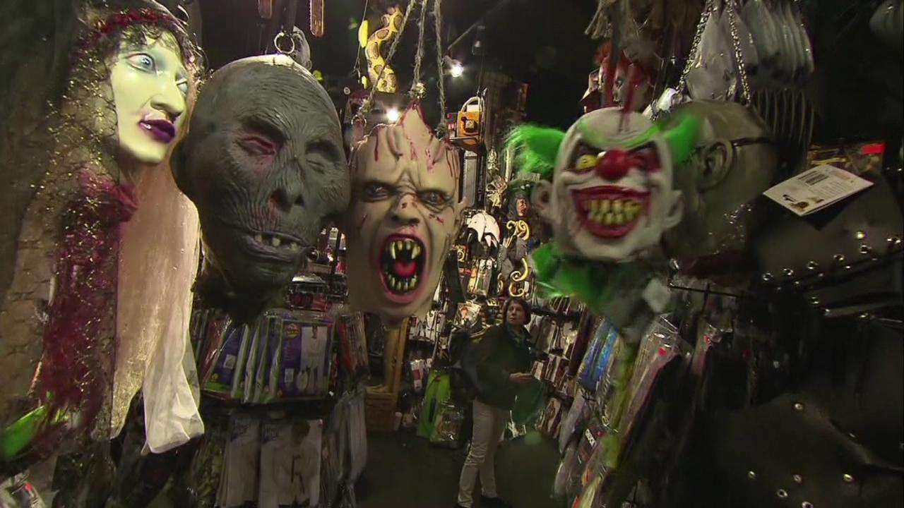 halloween costume shop_124361