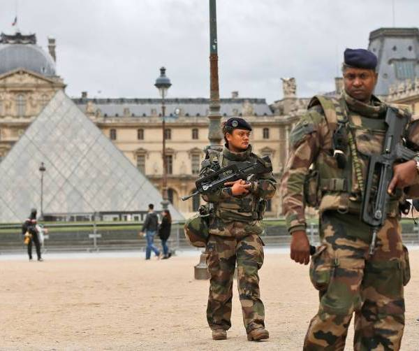 paris soldiers_130227