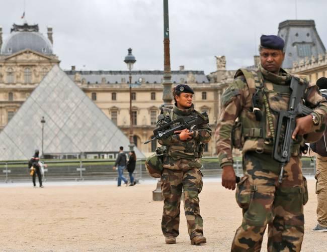 paris soldiers_130227