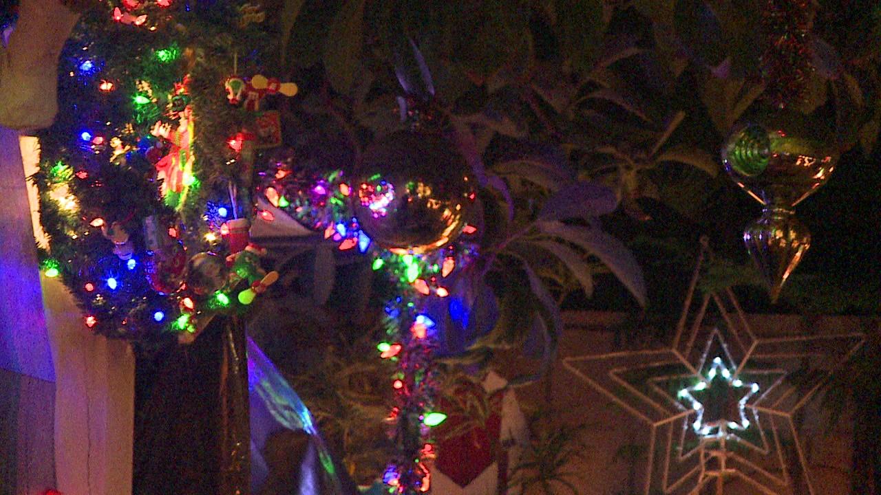 12-17 CHRISTMAS LIGHTS_134421