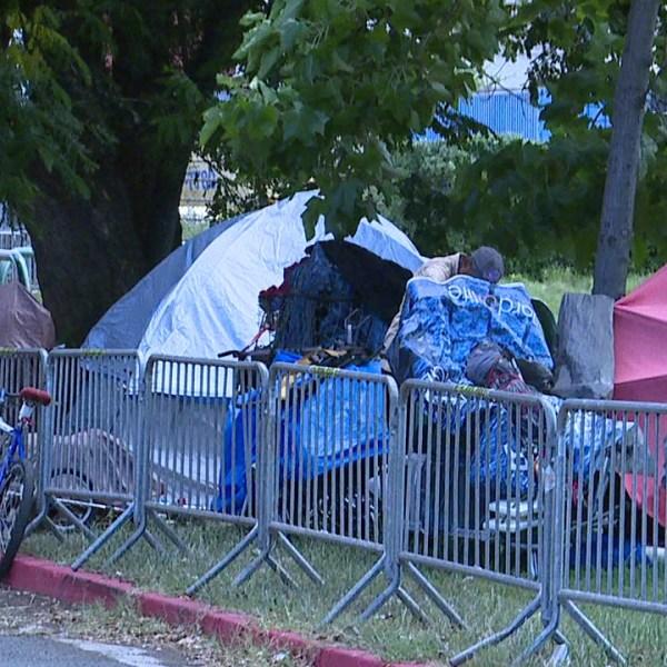 kakaako homeless fence_123860