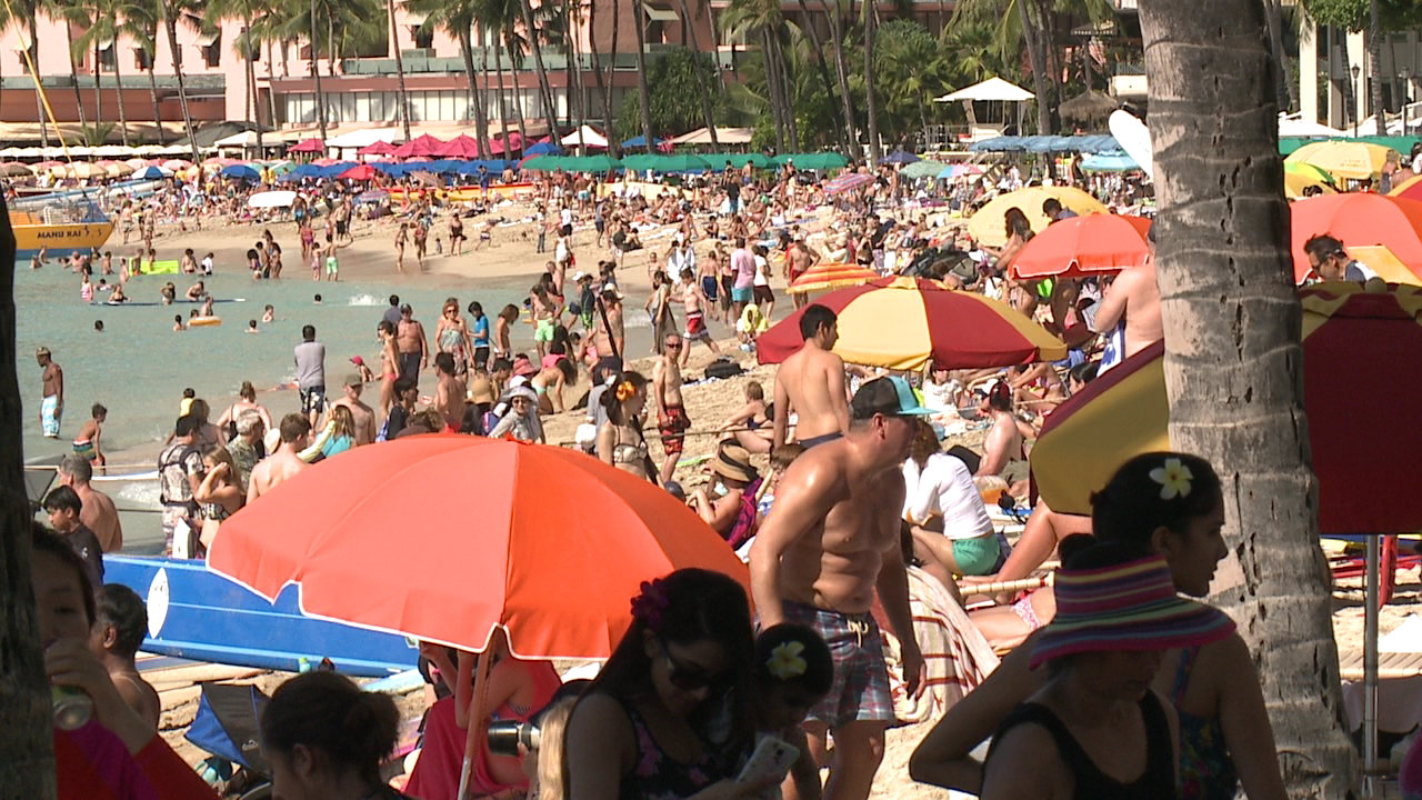 waikiki beach packed_135592