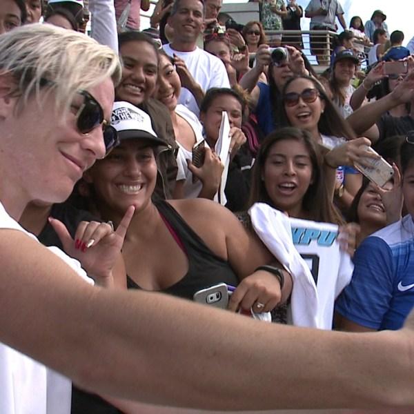 women soccer selfie waipio_132540