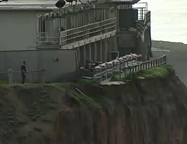 california apartments eroding cliff_140174