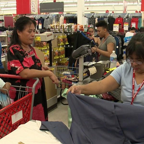 Christmas Day shopping_135645