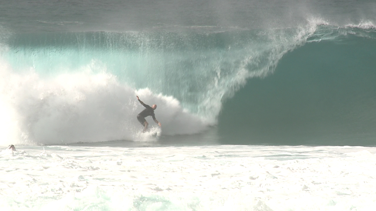 High Surf Warning 2_136505