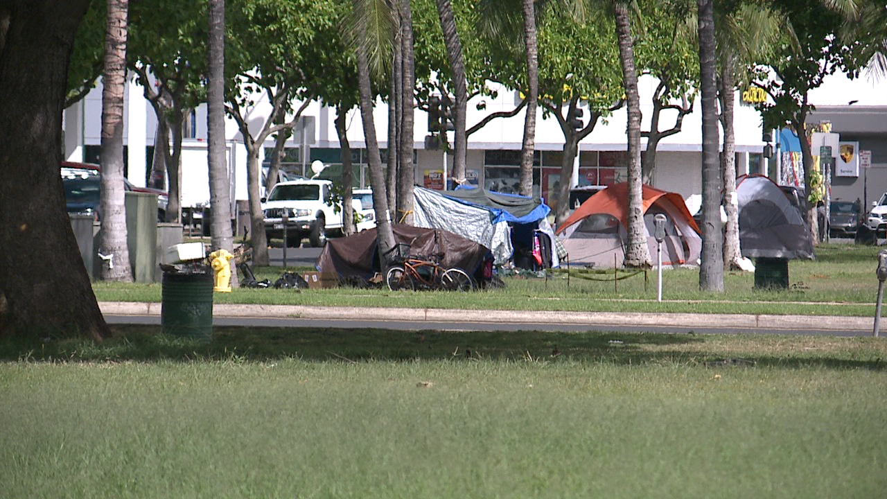 Homeless Tents_136510