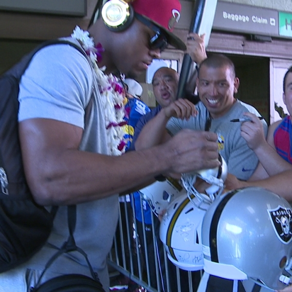 pro bowl player airport arrival_140290