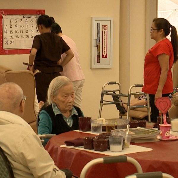 health care worker senior elderhood_141773
