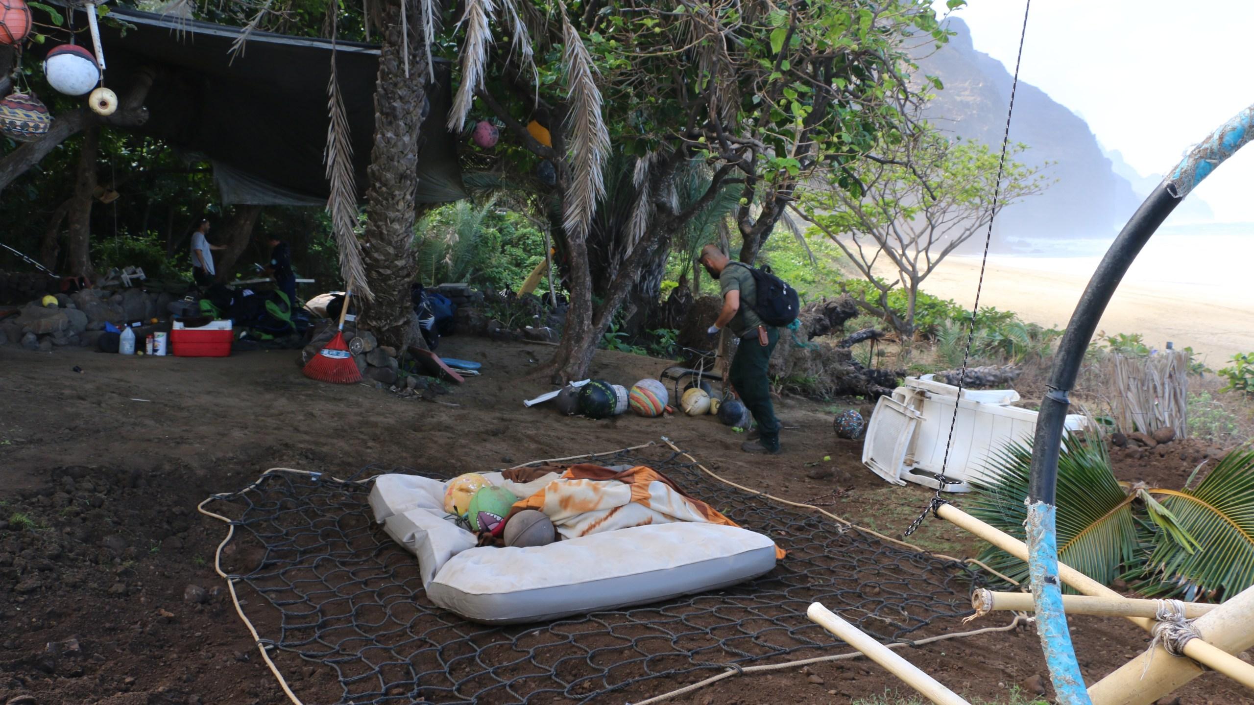 kalalau illegal campsite dlnr 2_141798