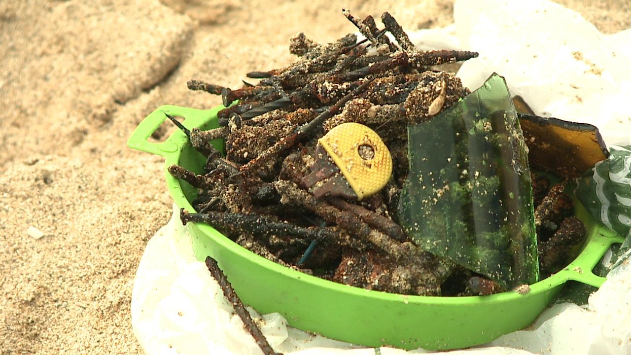 nails on beach (1)_143325