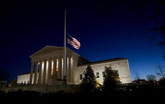 supreme court flag half staff scalia_143157