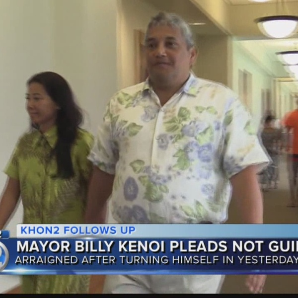 Mayor Kenoi pleads not guilty to charges including theft