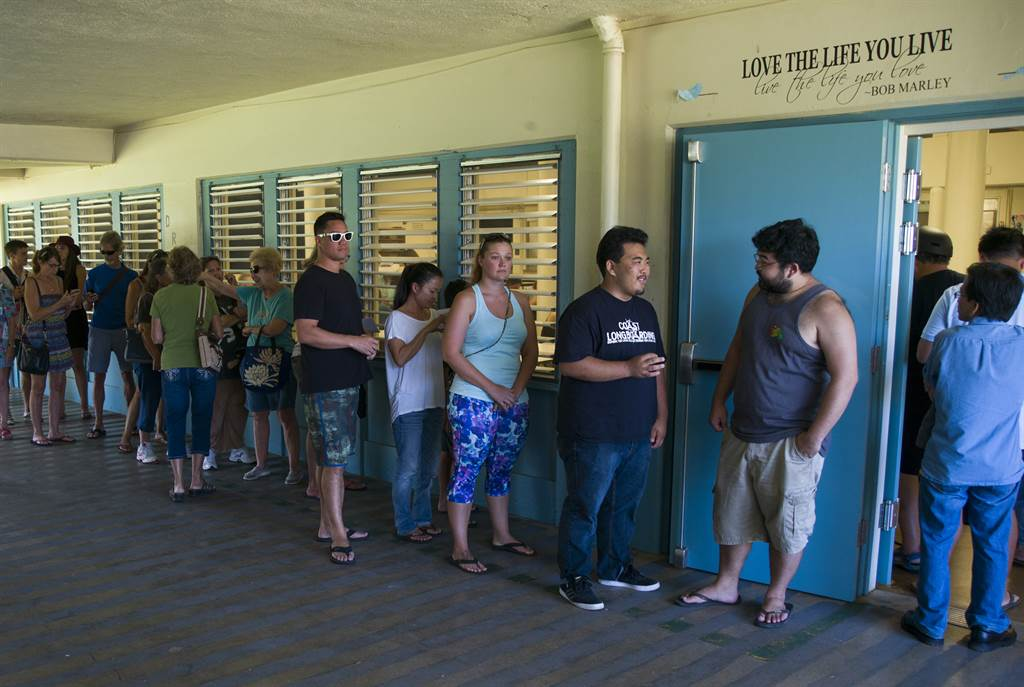 democratic hawaii poll voters line_149706