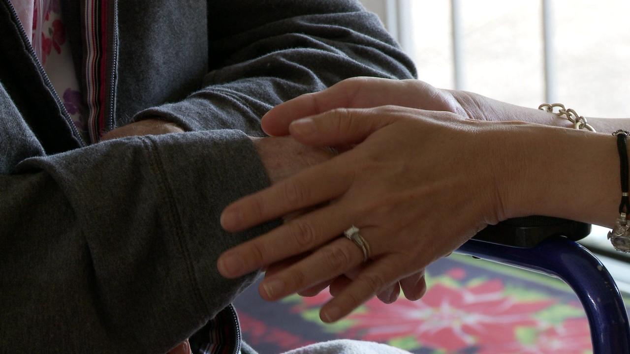 elder elderhood hands_106856