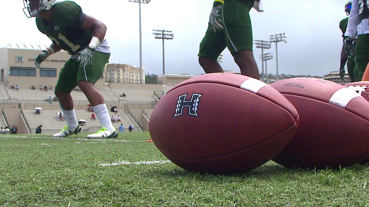 UH football practice_154804