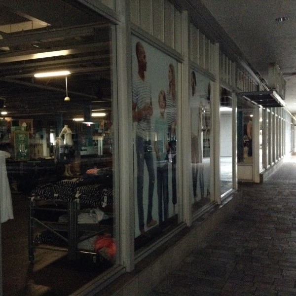 ala moana old navy power outage_156339