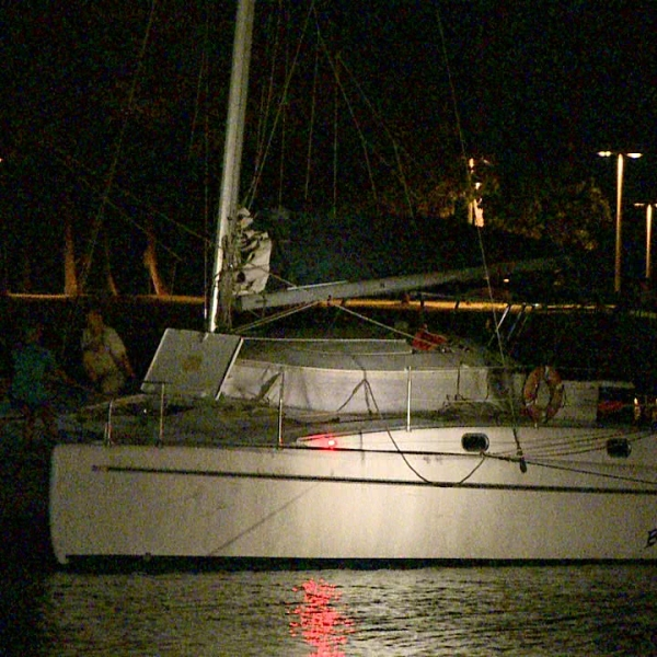 aground catamaran 2_162712