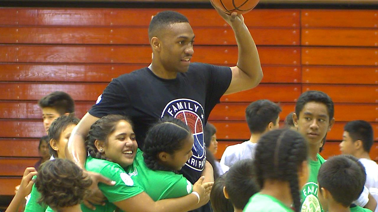 JABARI PARKER BASKETBALL CAMP-VO-1_163038