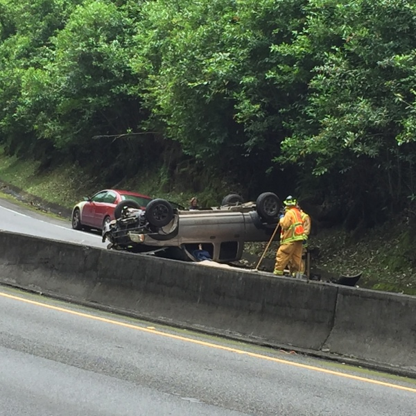 overturned car pali hwy_164698