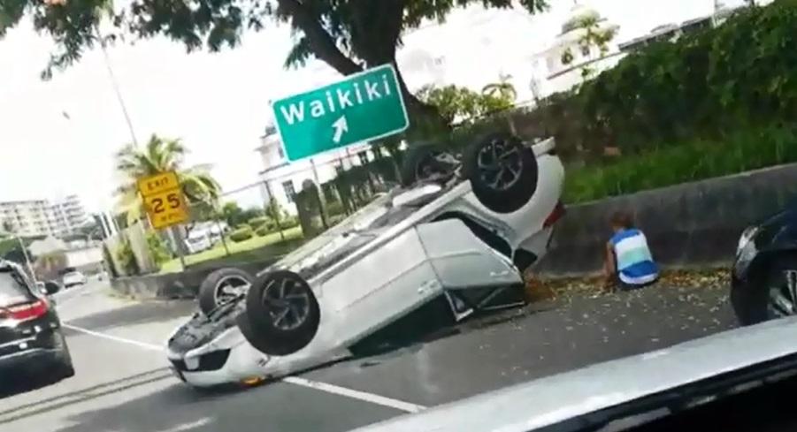 h-1 overturned vehicle courtesy Sherron Kalamau_171925