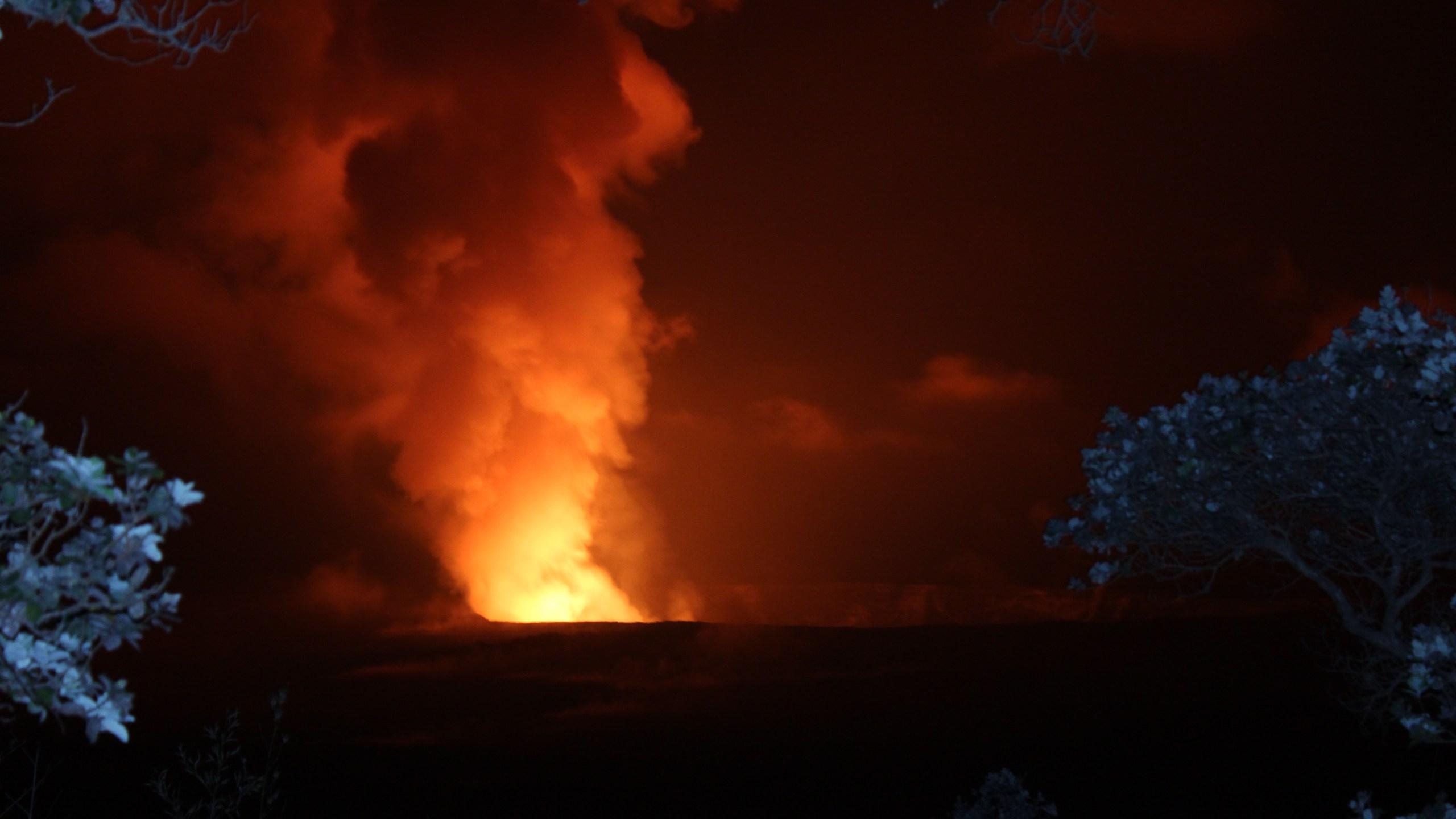 Halemaumau after explosion glow 8.6.16_169771