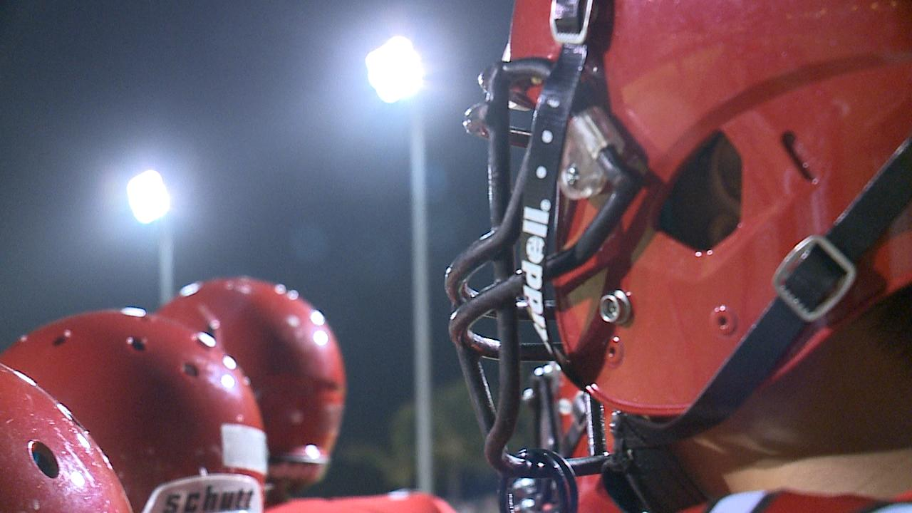 TIGHT OF KAHUKU HELMET WITH LIGHTS _ PLAYERS ITCHING TO RUN OUT_154375