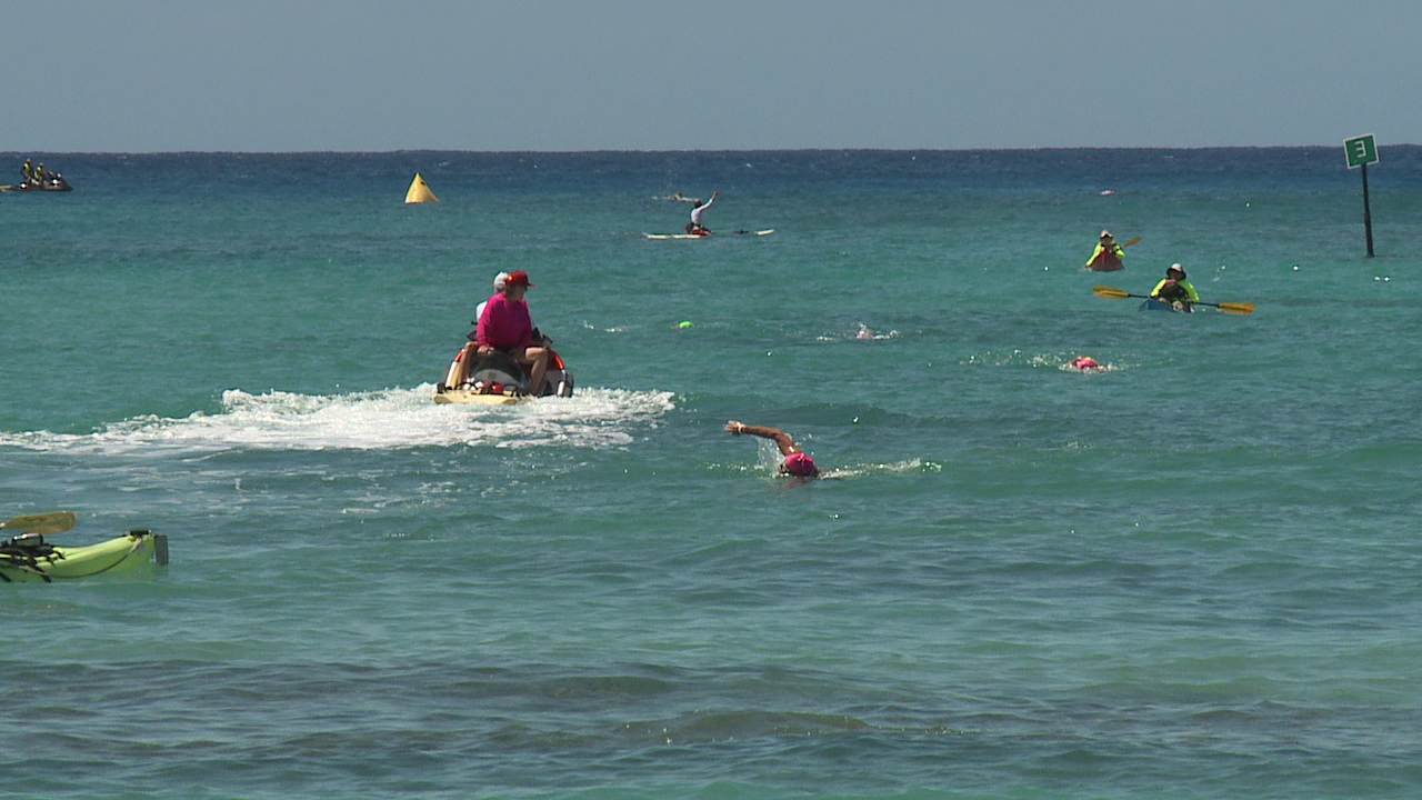 waikiki roughwater swim (2)_173778