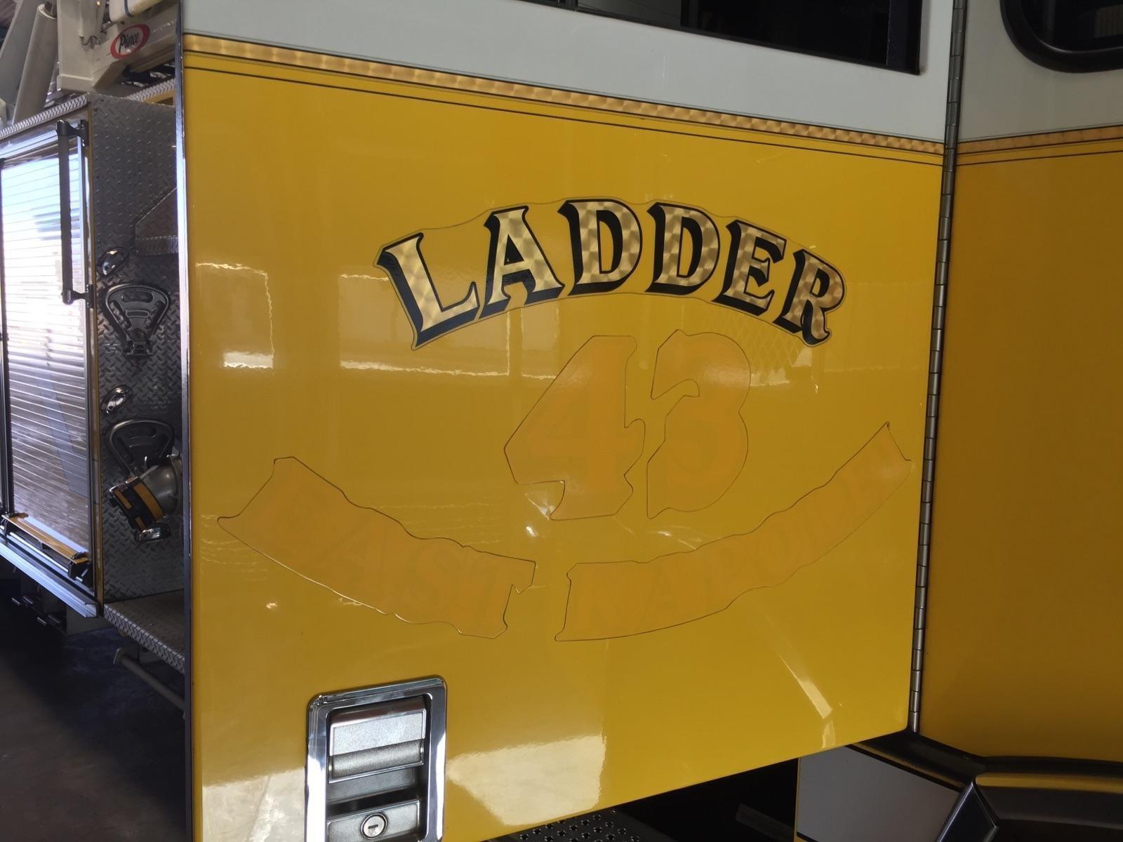 honolulu-fire-truck-ladder-43-label_180924