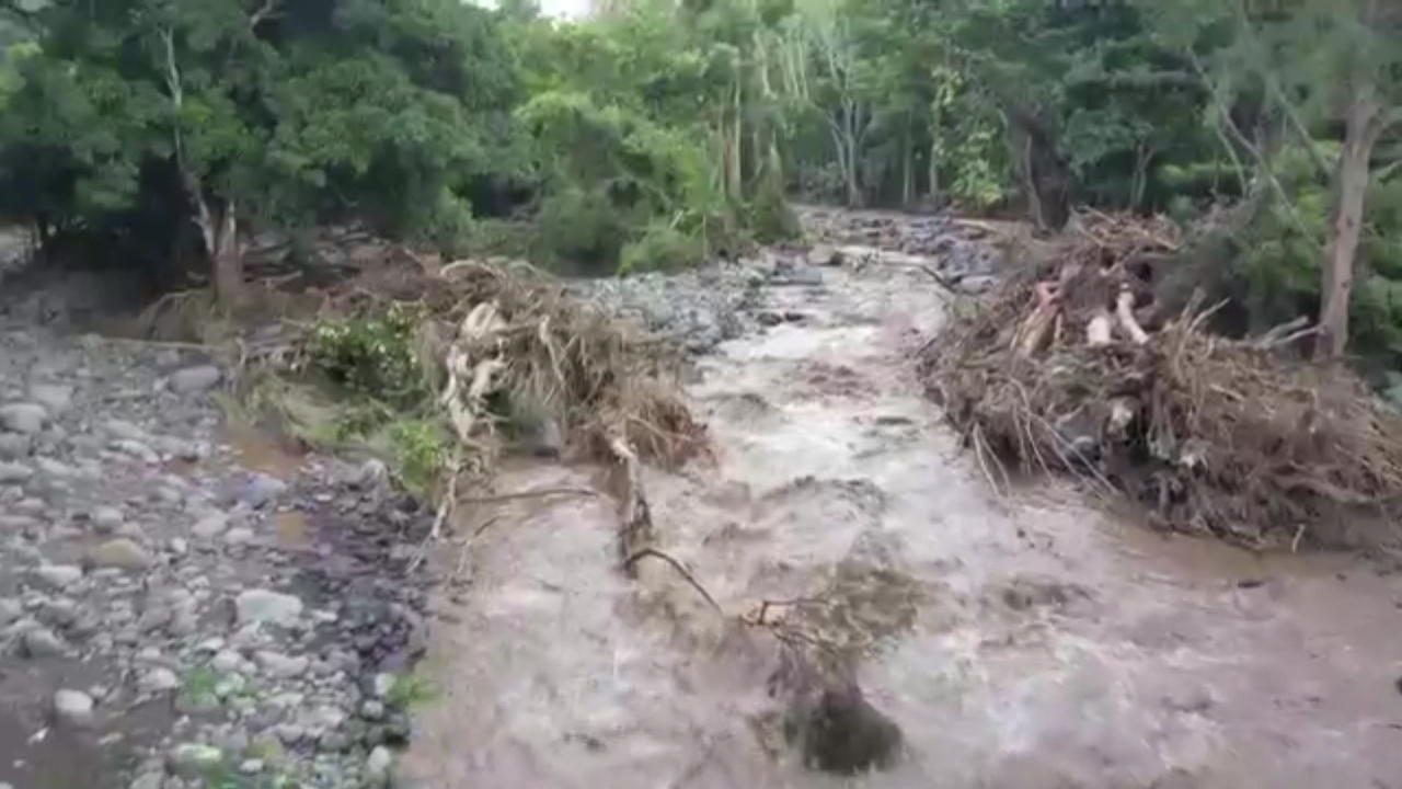 iao-valley-wailuku-river-flood_175664
