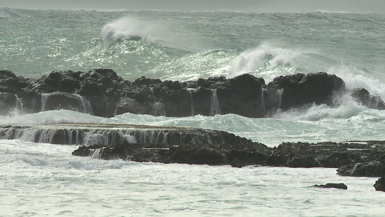 north shore waves_232379
