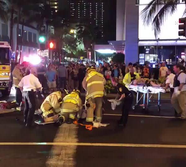 kalakaua-tour-bus-pedestrian-crash_1520062791587.jpg