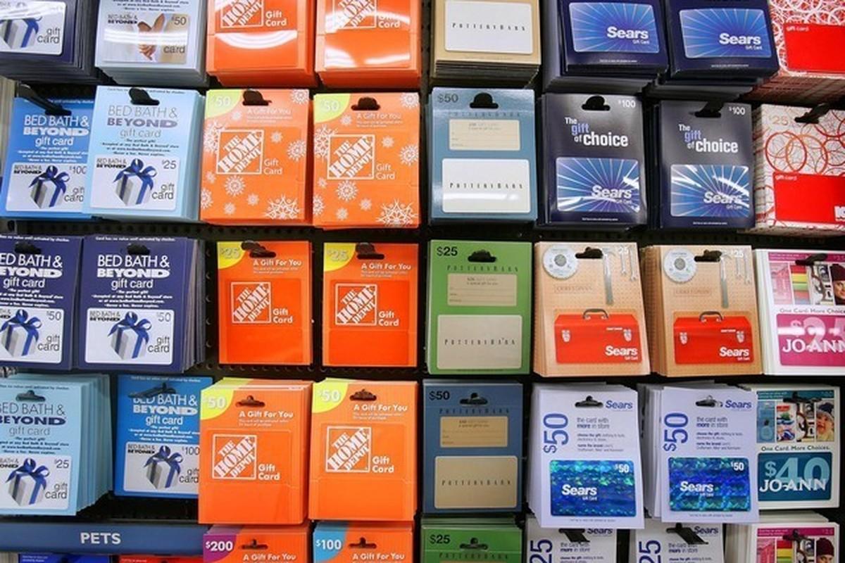 gift-card-rack_195315