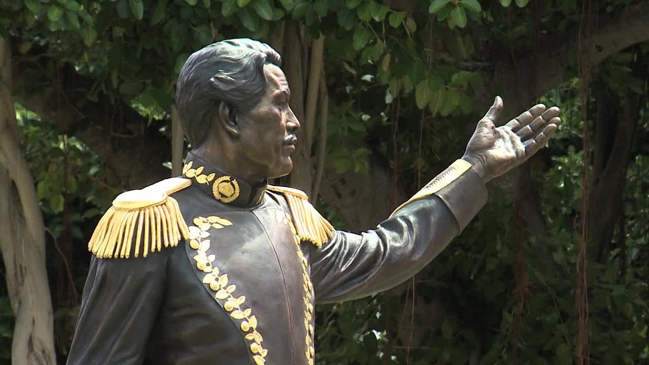 King Kamehameha III statue unveiled at newly renovated Thomas Square