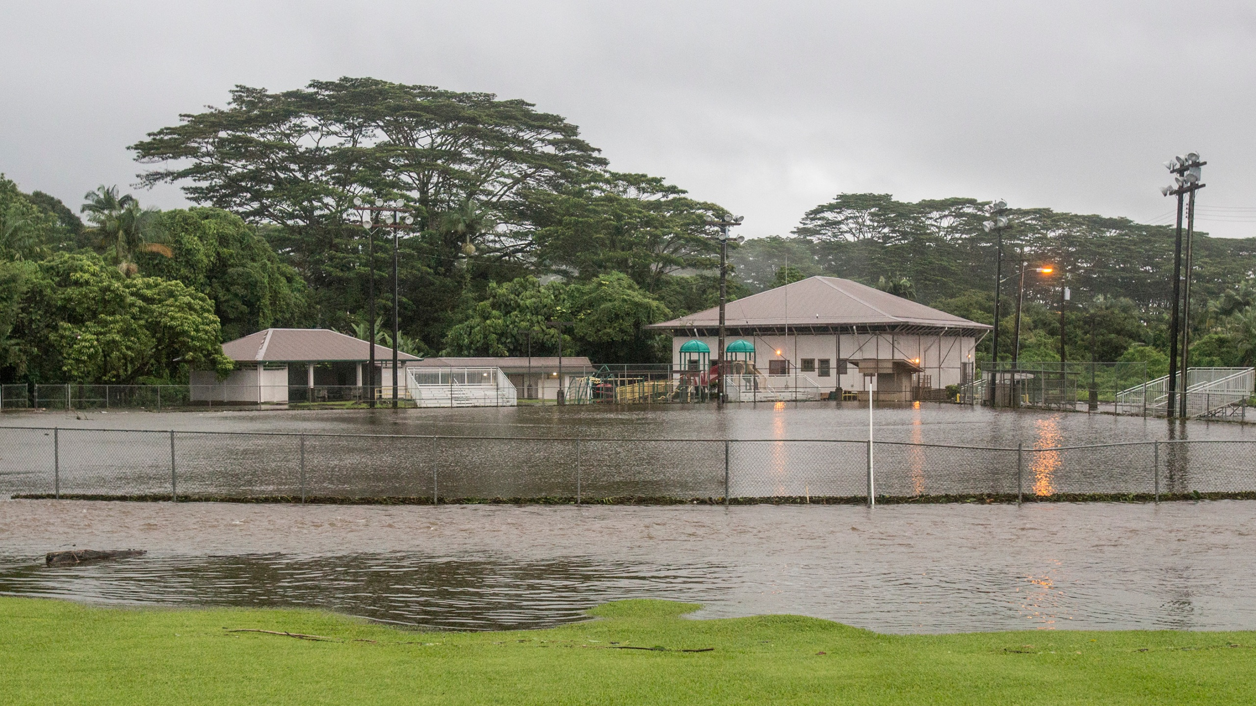 Hurricane_Lane_Hawaii_90120-159532.jpg12197633